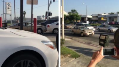 Un automobiliste complètement fou fonce avec acharnement dans une voiture à plusieurs reprises