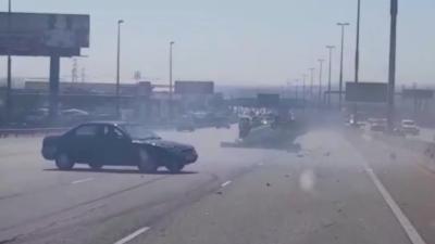 Un automobiliste renverse une voiture et tente de prendre la fuite