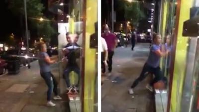 Une femme ivre insiste et menace des employés pour avoir un kebab