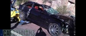 Une BMW M3 finit dans un ravin