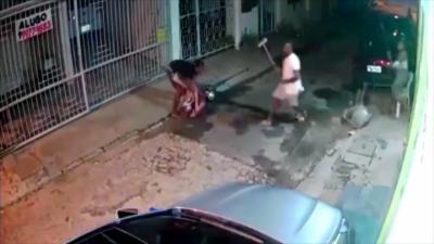 Un voleur tombe sur les mauvaises personnes et prend une bonne leçon