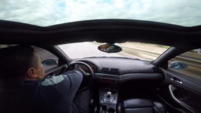 Un mec en BMW M3 s'amuse à slalomer entre les voitures alors qu'il conduit comme un pied