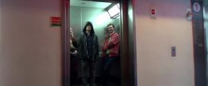 Utiliser la force pour maintenir les portes d'un ascenseur ouvertes