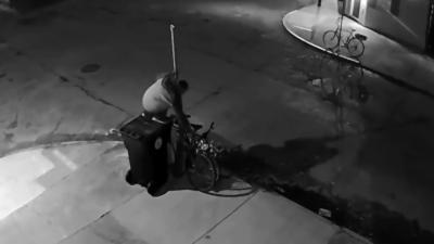 Un voleur met plus de 15 minutes à voler un vélo dans la rue