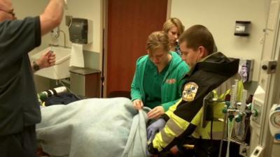 Une infirmière voit arriver son copain sur un brancard suite à un « grave accident »