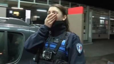 La police contrôle un homme dont « la future femme » est une hôtesse de téléphone rose