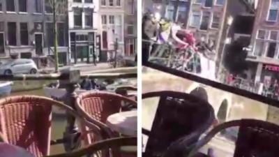 Des supporteurs anglais jettent leurs bières sur des touristes à bord d'une péniche à Amsterdam