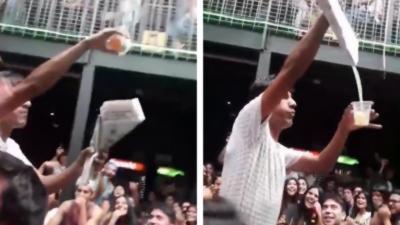 Un illusionniste fait complètement disparaître une bière pendant un spectacle