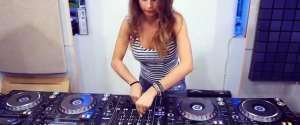Les différentes façons de voir une fille DJ