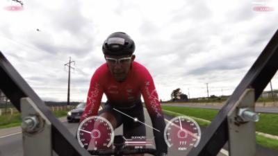 Il bat le record du monde en roulant à 202 km/h à vélo