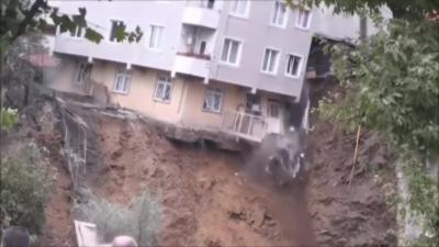 Effondrement spectaculaire d'un immeuble à Istanbul