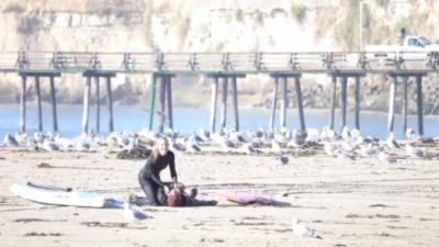 Elle sauve son mari qui fait un arrêt cardiaque après une session de surf