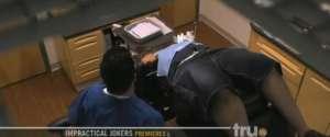 Un faux dentiste fait n'importe quoi en caméra cachée