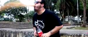 Boire du Coca-Cola et manger des Mentos en même temps