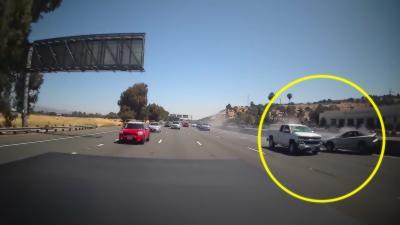 Collision sur l'autoroute après qu'un chauffeur perd le contrôle de son véhicule