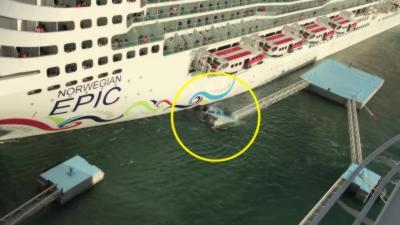 Un navire coule deux plateformes d'amarrage dans un port en arrivant trop vite