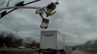 Un camion percute un homme sur une nacelle élévatrice