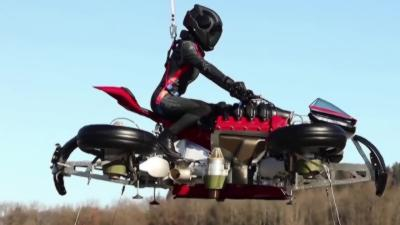 La toute première moto volante au monde par le constructeur français Lazareth