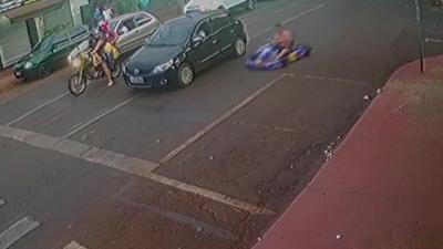 La police poursuit un homme ivre qui se croit dans Mario Kart