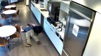 Un vieil homme pris en flagrants délits de la pire fraude à l'assurance