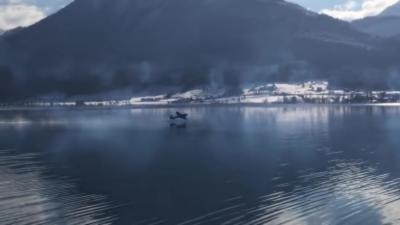 Un avion se crash en plein milieu d'un lac après avoir rate une man½uvre