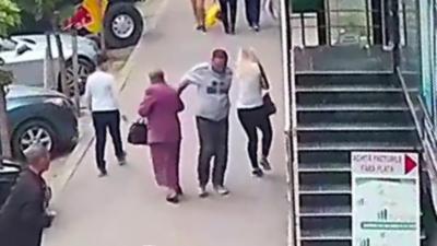 Un homme ivre agresse deux femmes de 36 et 81 ans en pleine rue