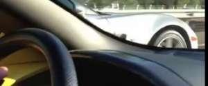Course entre une Lamborghini et une Corvette ZR1 sur la route