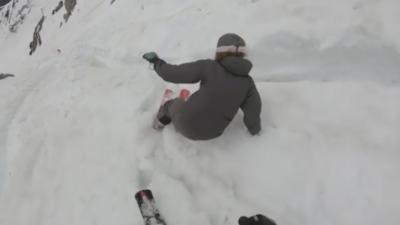 Des skieurs se font prendre dans une avalanche et dévalent pendant plus de 3 minutes