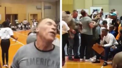 Un homme agresse Arnold Schwarzenegger en lui sautant dessus à pieds joints