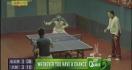 Une pause pendant un match de ping-pong