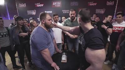 Il pense gagner le concours Russe de la plus grosse claque grâce à ces bras sous Synthol
