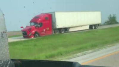 Un 4x4 roule en contresens et s'explose contre un camion