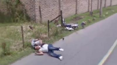 Quand la voiture de Google Street View capture deux motards qui chutent