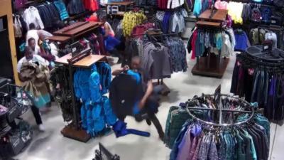 Un groupe de voleur dérobe pour 30 000 dollars de marchandises en moins de 30 secondes