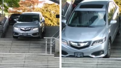 Une automobiliste descend un escalier en voiture