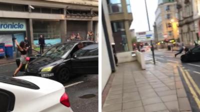 Un automobiliste éjecte un homme dans les airs en lui fonçant dedans après une altercation