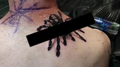 Un tatouage d'araignée tellement réaliste et tellement flippant