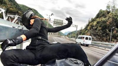 Une célèbre Instagrameuse se crash à plus de 180 km/h au guidon de sa moto
