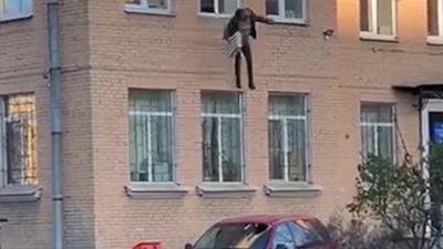 Il s'évade d'un commissariat de police menotté à un radiateur