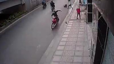 Instant Karma pour un voleur de sac à main