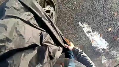 Il filme son tout premier accident de moto