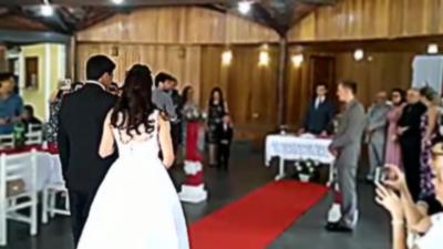 Quand un DJ se trompe et passe une musique troll en pleine cérémonie de mariage