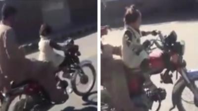 Il laisse sa fille conduire sa moto pour pouvoir envoyer des SMS