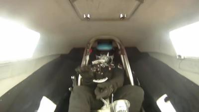 Le volant de son dragster se détache en pleine course