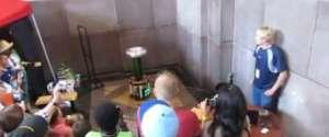 Une bobine Tesla joue la musique Sail de Awolnation