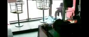 Tentative de vol d'un iPad dans un restaurant par un voleur stupide