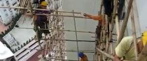 Construction d'un échafaudage en bambou à Hong-Kong