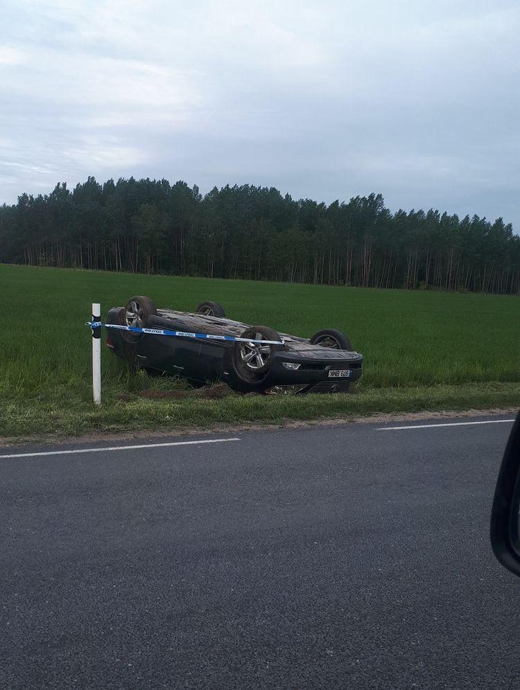 Filma su medidor mientras maneja a 260 km / h en Lexus LS460 y termina chocando.